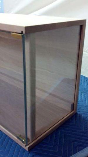 Amaty-Gun-Cabinet-frameless glass corner