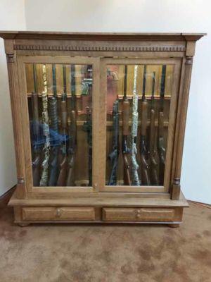 14-guns-plus-pistols-floor-cabinet