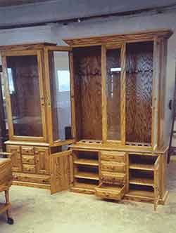 The Gun Cabinet Stored 12 Guns And Had A Location To Store 8 Pistols Or A  Compound Bow.