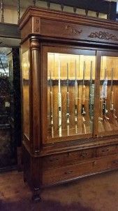 Full length columns on upper and lower gun cabinet