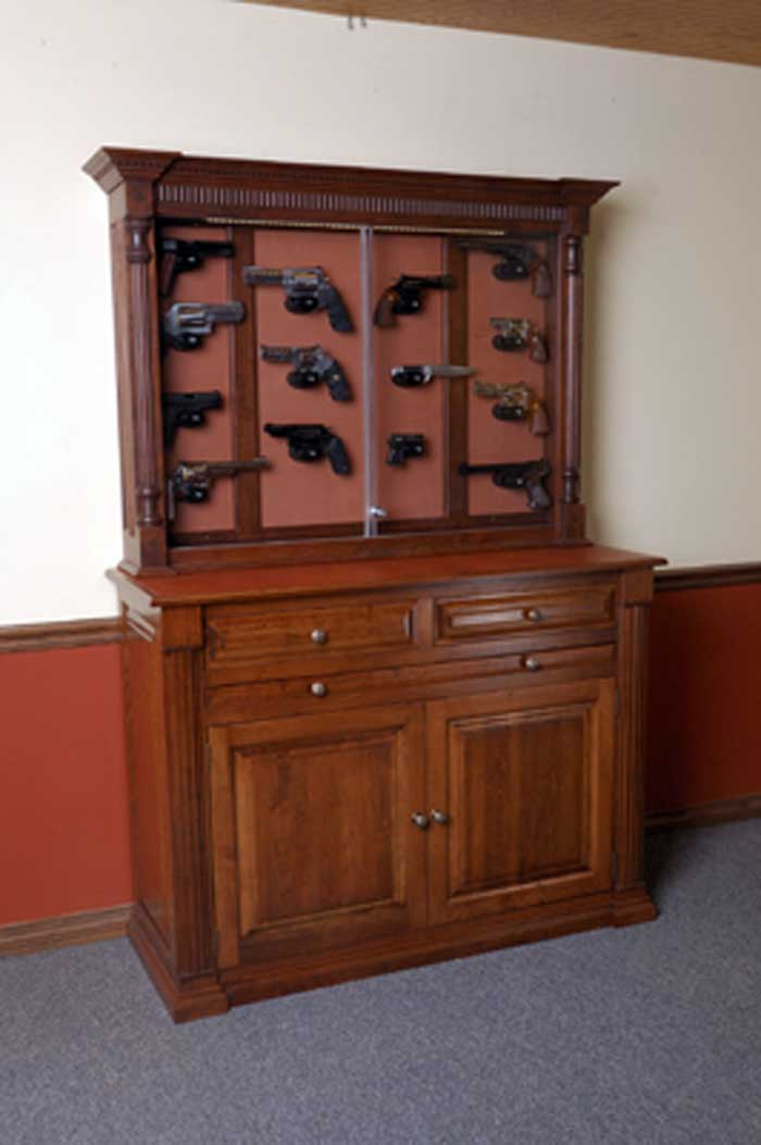 Amish custom pistol displays amish custom gun cabinets - Custom display cabinets ...